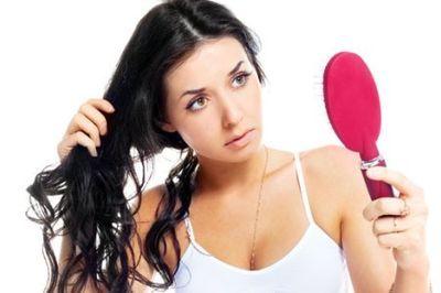 Що потрібно робити, якщо дуже сильно випадає волосся після пологів