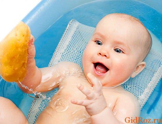 Регулярні водні процедури можуть захистити ніжну шкіру малюка від висипань!