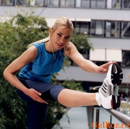 Заняття спороти, стреси, спека - все це причини надмірного потовиділення! Один з виходів - ретельно підбирайте взуття і шкарпетки!