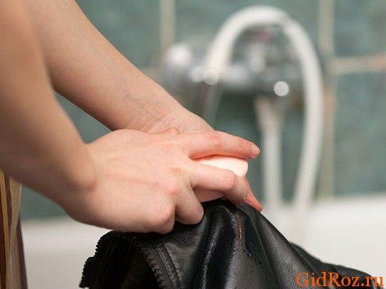 Будь-який одяг, в тому числі і верхня, повинна бути свіжою! Щоб почистити куртку, можна використовувати оцет, але робити це потрібно дуже обережно!
