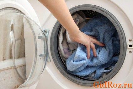 Найпростіший метод - випрати річ в машинці з хорошим засобом!
