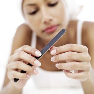 Як правильно доглядати за нігтями в домашніх умовах
