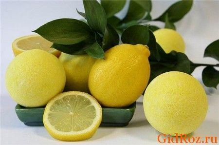 Просте і невинне засіб - лимон! Протріть проблемні місця часточкою лимона - на кілька годин забудете про запах!