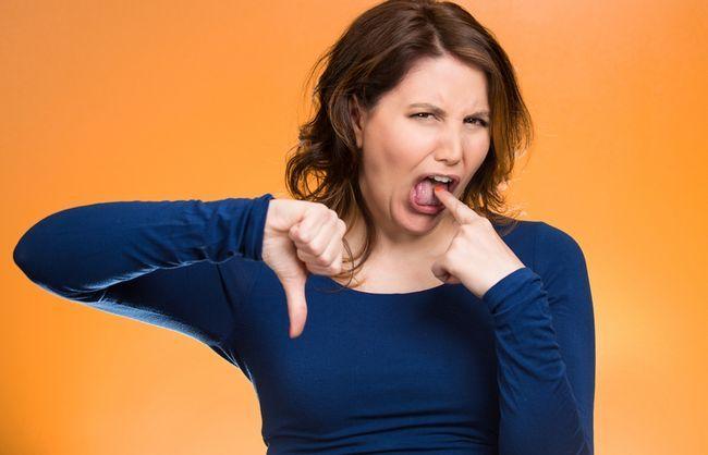 Кислий, солоний, гіркий: про що розповість присмак у роті?