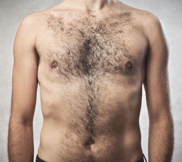 волосся на грудях у чоловіка