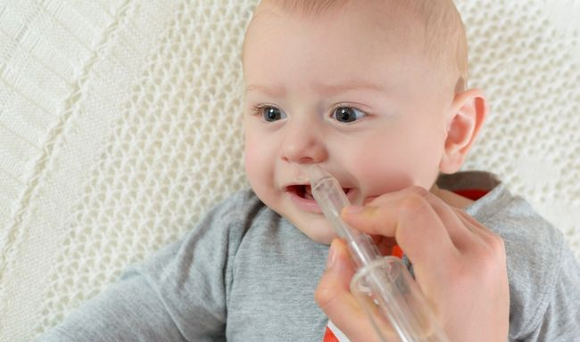 Чому малюк кусає груди: 6 причин