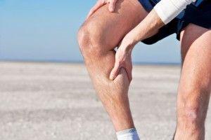 Чому ниють ноги нижче колін?
