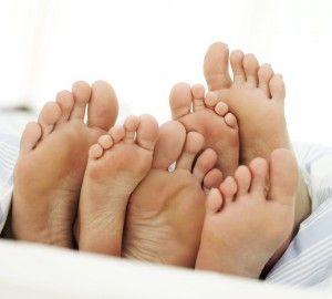 Чому виникає підвищена пітливість ніг? Методи лікування і профілактика