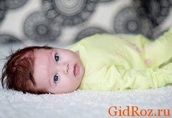 Якщо малюк потіє, то перше, на що варто звернути увагу - це температура повітря в його кімнаті!