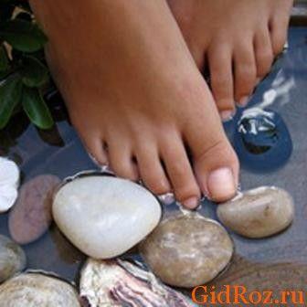 Мабуть, найдієвішим і перевіреним способом була і залишається особиста гігієна! Регулярне миття ніг і прання шкарпеток дозволить зменшити проблему!