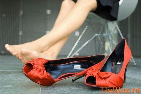 Так чому ж потіють ноги? Причини різні, наприклад, стреси!