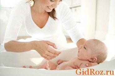 Регулярне купання малюка - необхідна процедура, а якщо в ванну додати відвар трав, пітниці як не бувало!