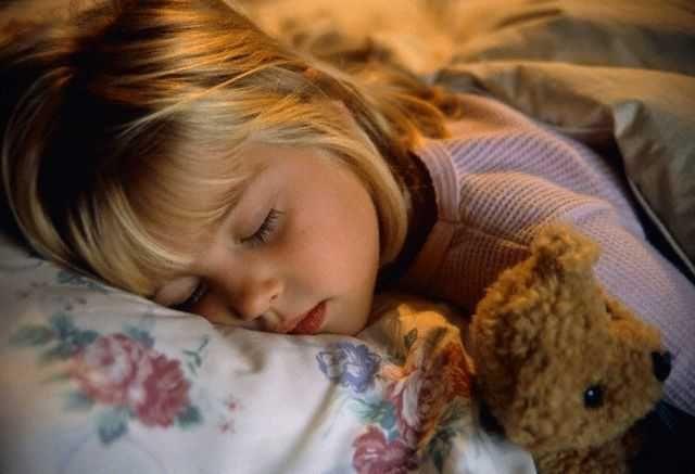 Причини скрипу зубів уві сні у дитини і дорослого