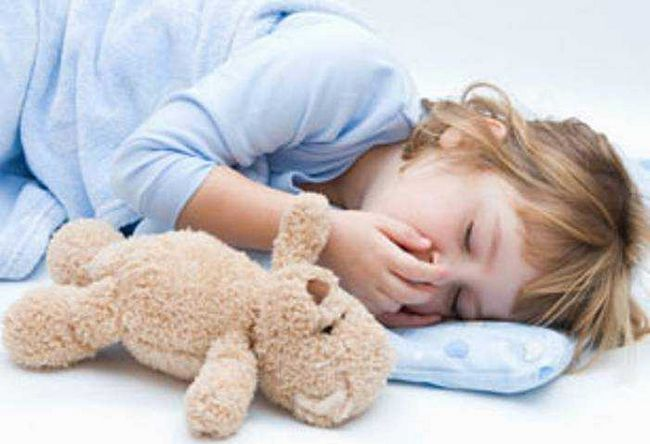 Причини судом у дитини при температурі і без, як лікувати, що робити при фебрильних судомах?