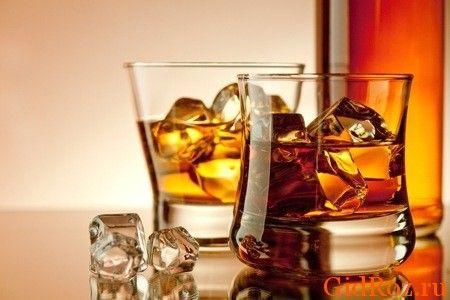 У розумних межах спиртні напої не зашкодять, але в даному випадку варто вибрати - або вони, або краса!