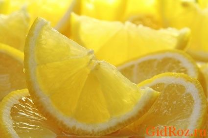 Протріть потіють місце часточкою лимона - можливо, цей народний спосіб допоможе і Вам!